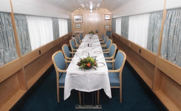 Столовая в поезде