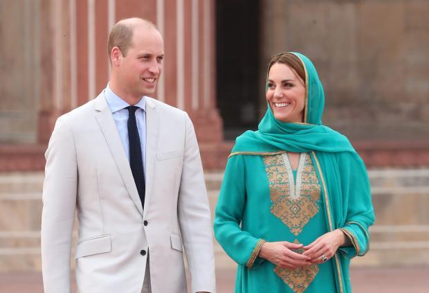 Кейт Миддлтон в сари с Принцем Уильямом