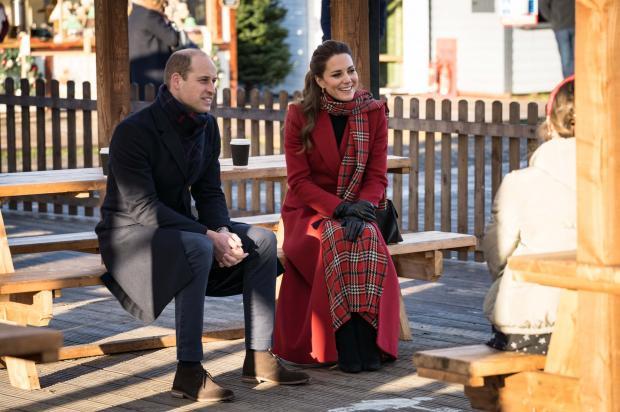 Кейт Миддлтон и Принц Уильям общаются со студентами