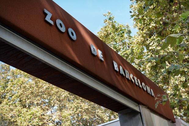 Вывеска зоопарка Барселоны