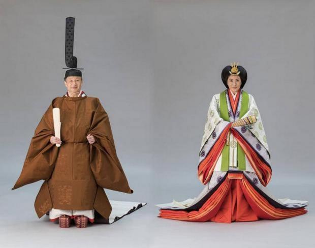 Император и императрица Японии в национальных нарядах