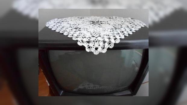 Лучшее украшение для новомодных в те времена телевизоров!