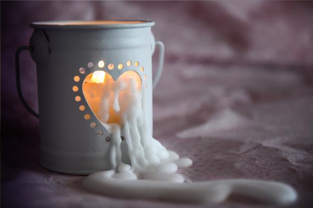 красивая декоративная свеча