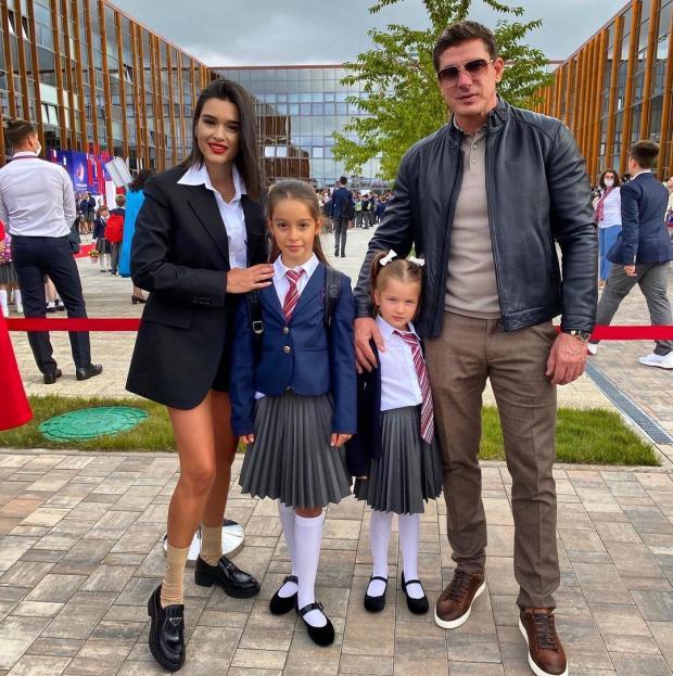 Ксения Бородина с мужем и дочерьми