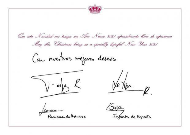 """Обратная сторона поздравительной открытки. Надпись на английском и испанском языках на открытке гласит: """"Пусть это Рождество принесет нам особенно обнадеживающий Новый год 2021""""."""