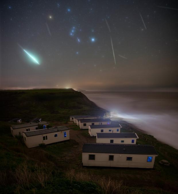 Падающие звезды над островом Уайт в Англии