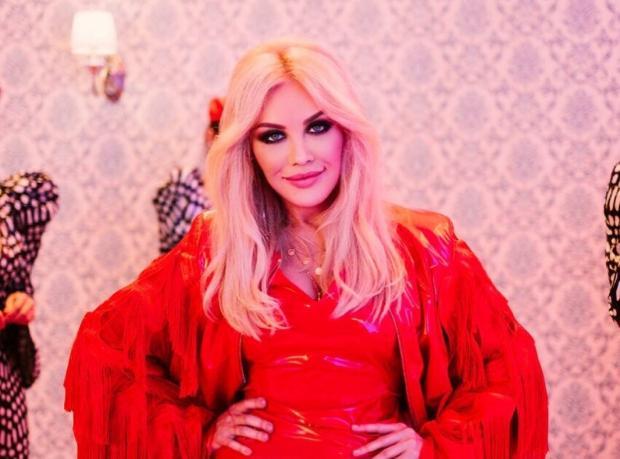 Таисия Повалий в красном платье