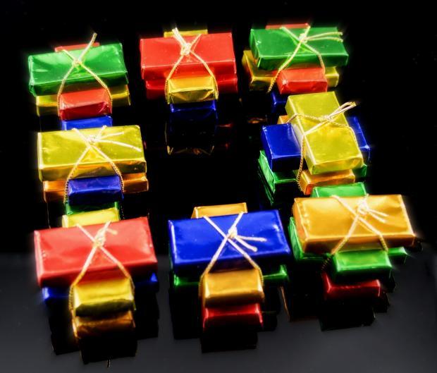 маленькие разноцветные подарочные шоколадки