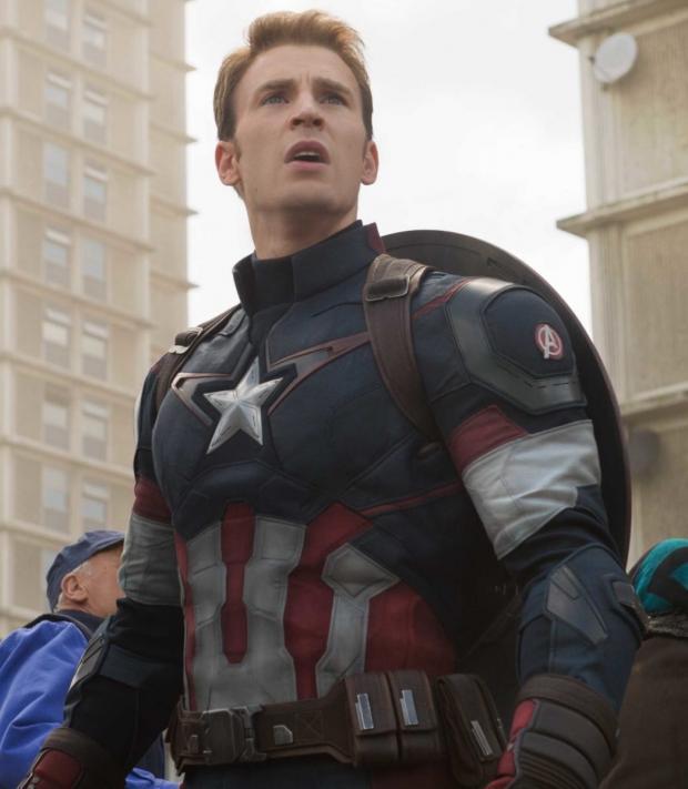 Крис Эванс в образе Капитана Америки