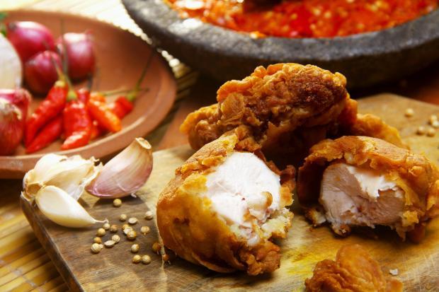 Жаренная курица с соусом