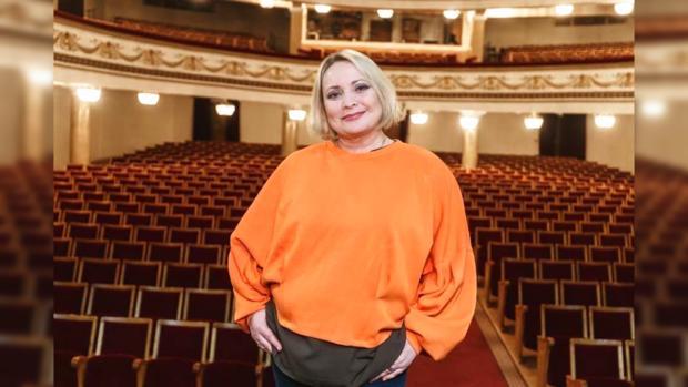 Светлана Пермякова в оранжевой блузе