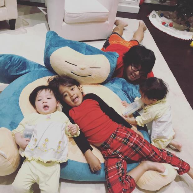 Райан Каджи с сестрами и матерью
