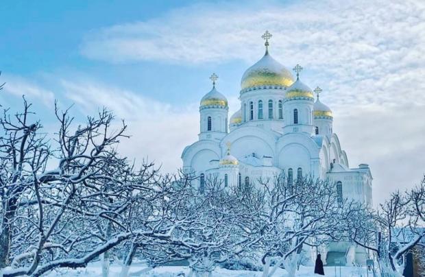 храм в Дивеево зимой