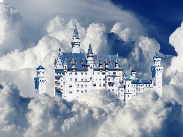 волшебный замок находится среди облаков