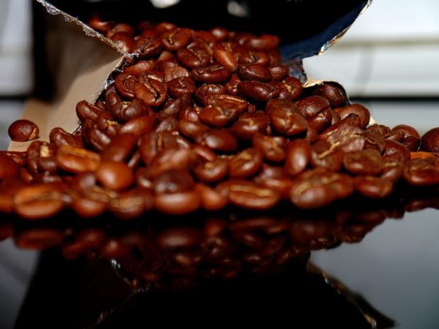 красивые зерна ароматного кофе