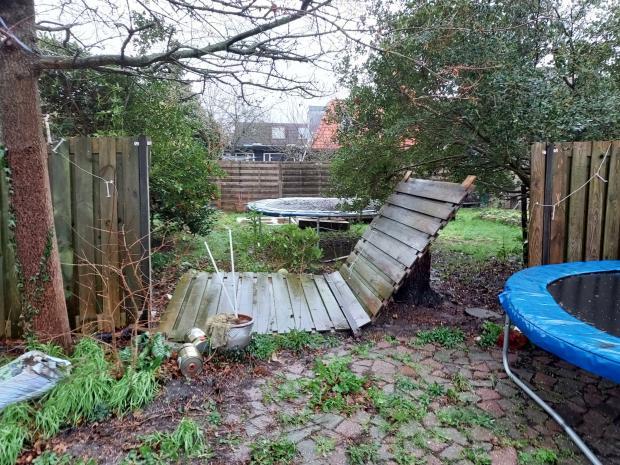 Упавший забор