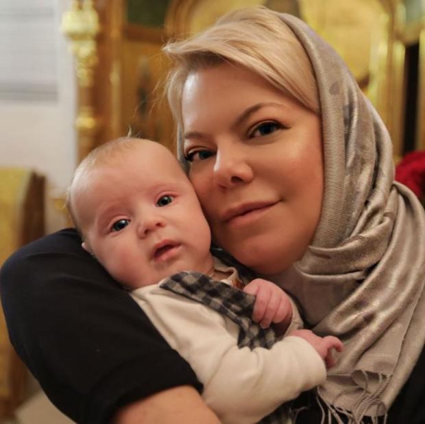 Яна Поплавская с внуком