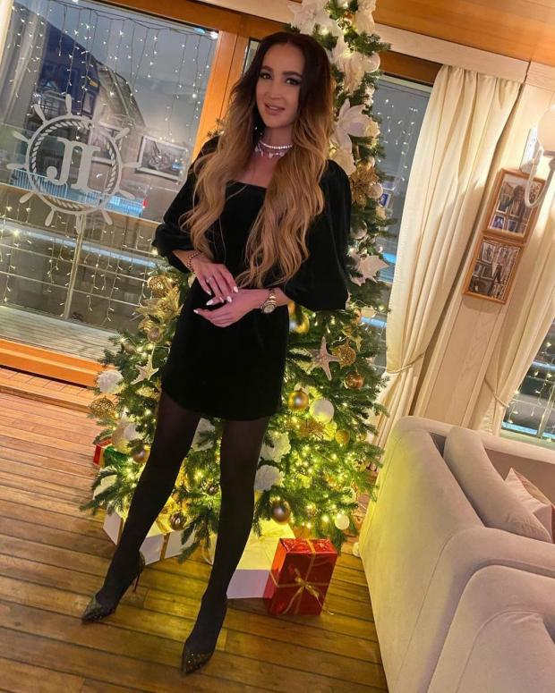 Ольга Бузова в черном платье