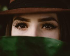 Секреты красоты: как ухаживать за бровями в домашних условиях