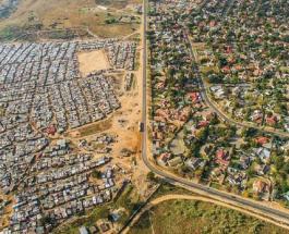 Социальное неравенство на фото: разница между богатыми и бедными жителями одного города