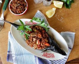Что приготовить на обед: рецепт ароматной скумбрии запеченной с овощами