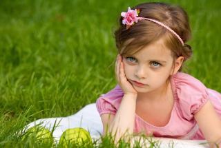 «Почему мой ребенок плачет»: родители делятся забавными причинами детских слез в сети