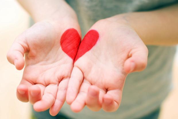 сердечко нарисованное на руках