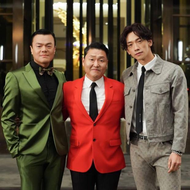 Psy с молодыми музыкантами