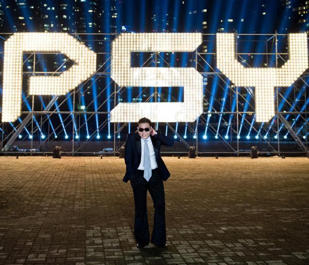 Psy в костюме