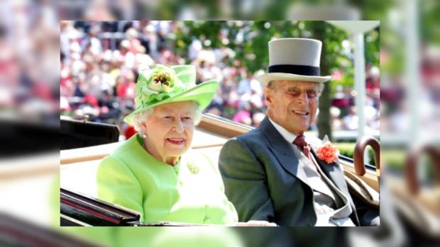 Елизавета II и принц Филипп в карете