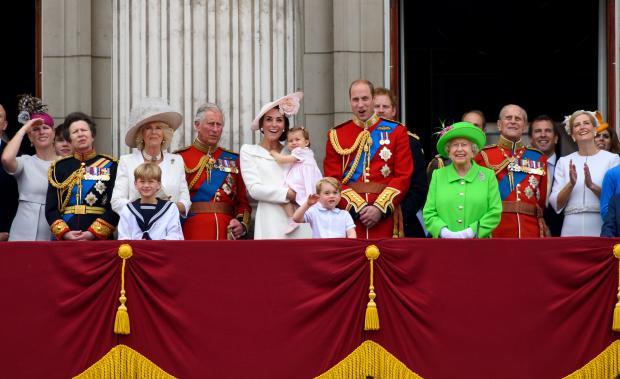 Королевская семья Великобритании на балконе Букингемского дворца