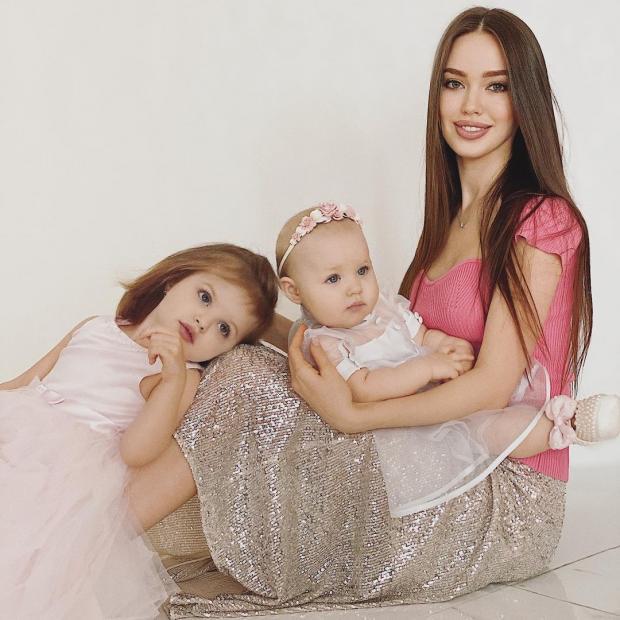 Анастасия Костенко с детьми