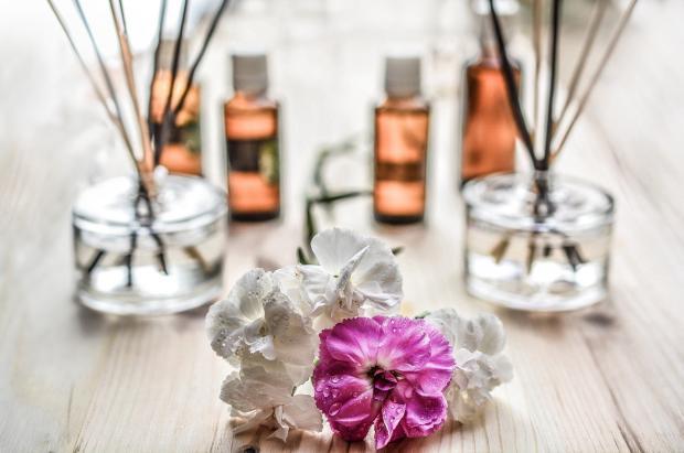 цветы, ароматические масла и палочки