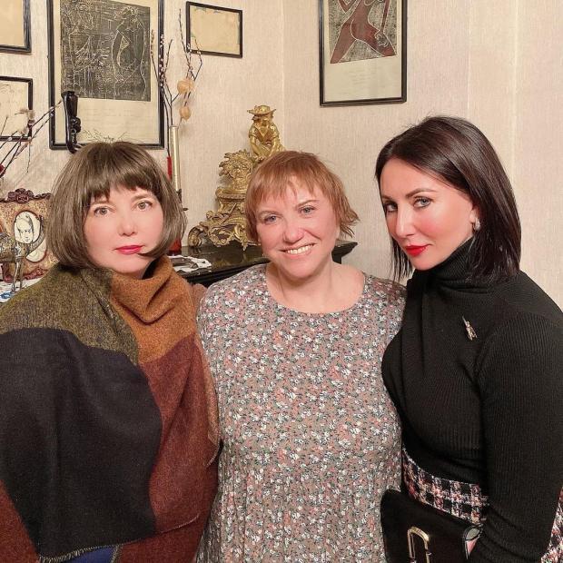Алика Смехова с мамой и сестрой
