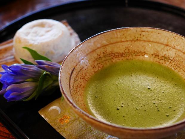 зеленый чай в пиалочке