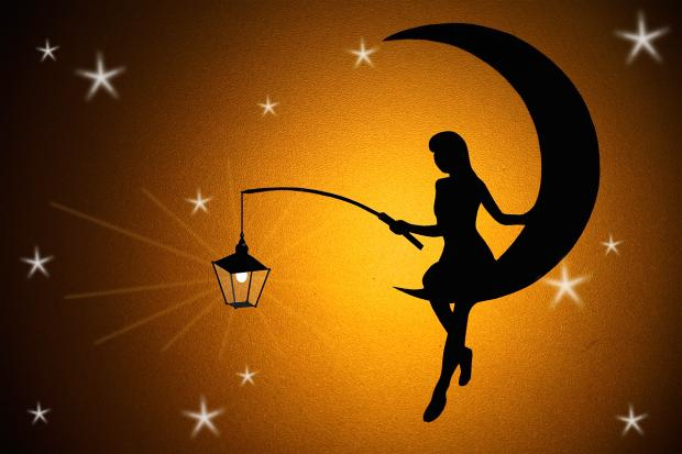 фигура девушки на лунном месяце с фонарем в руке