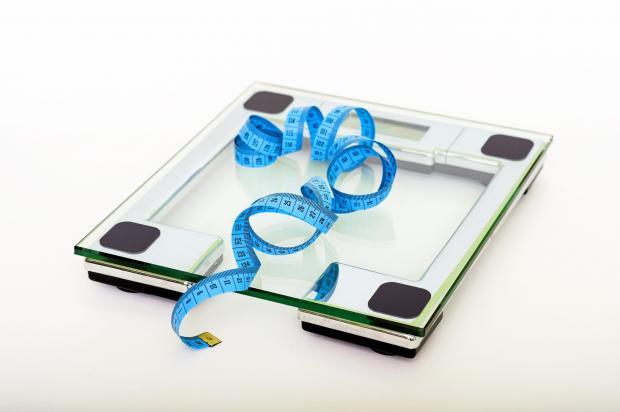 напольные весы, сантиметр