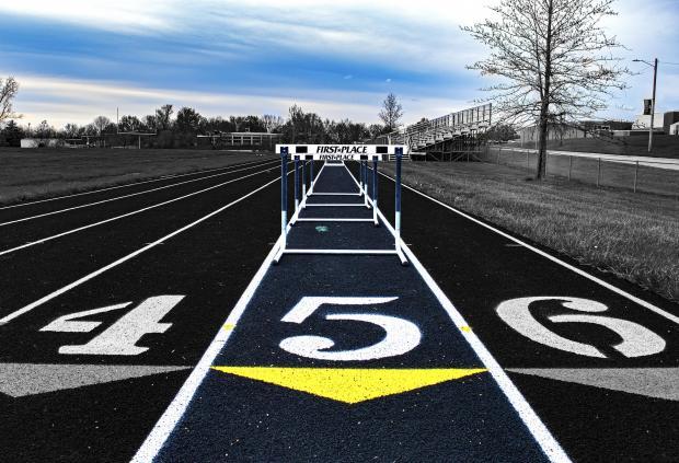 беговая дорожка с барьерами