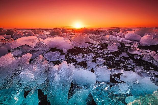 восход солнца над побережьем Исландии