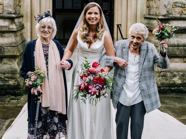 бабушки стали подружками невесты
