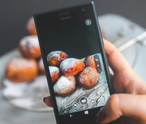 Пончики в объективе телефона