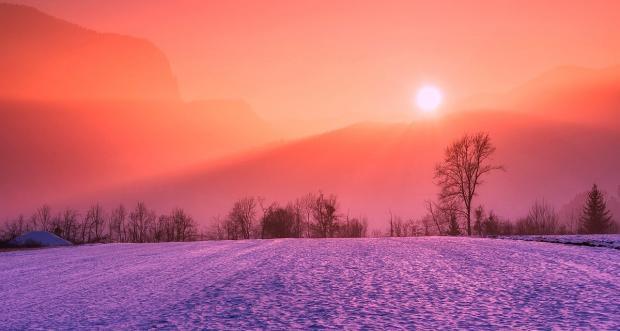 солнце на красном небе зимой