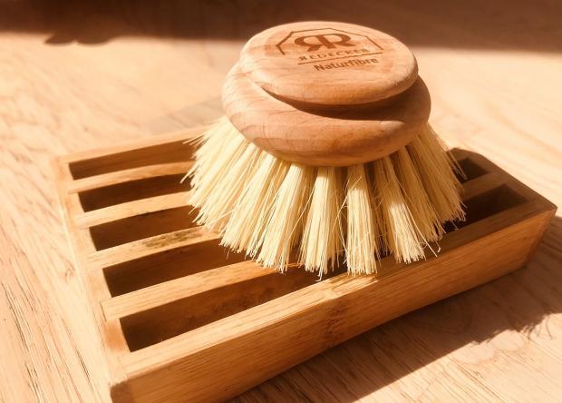 деревянная щетка для мытья посуды