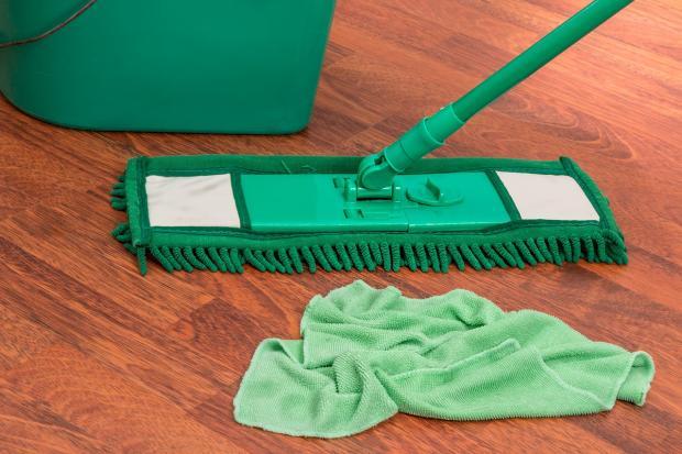 зеленая швабра для мытья пола