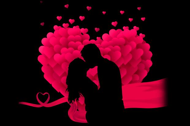 влюбленная пара на фоне большого сердца