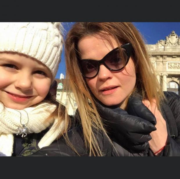 Дочь и внучка Ларисы Долиной
