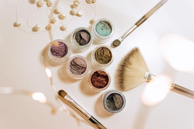 средства для нанесения макияжа