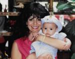 Маленькая Виктория с мамой