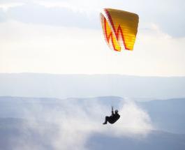Житель Америки отметил 100-й день рождения прыжком с парашютом