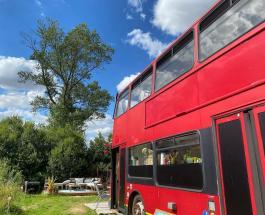 Пара из Великобритании превратила автобус в уютное и комфортное жилье: фото дома на колесах